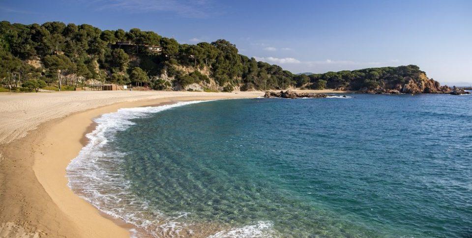 Российского туриста выгнали с нудистского пляжа в Испании из-за большого пениса