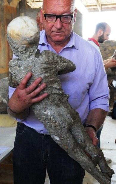 Застывшие во времени — шокирующая выставка жертв извержения Везувия