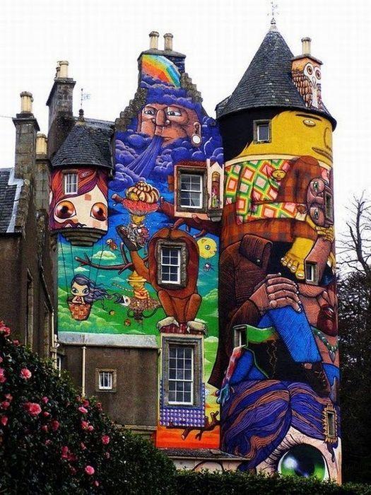 Замок графитти в Шотландии