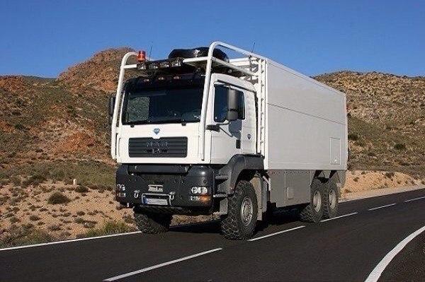 Этот парень возит дом прямо в грузовике. Загляни внутрь — и всё поймешь сам...