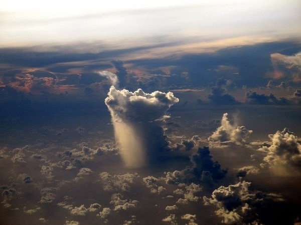 Дождь из окна самолета: зрел…