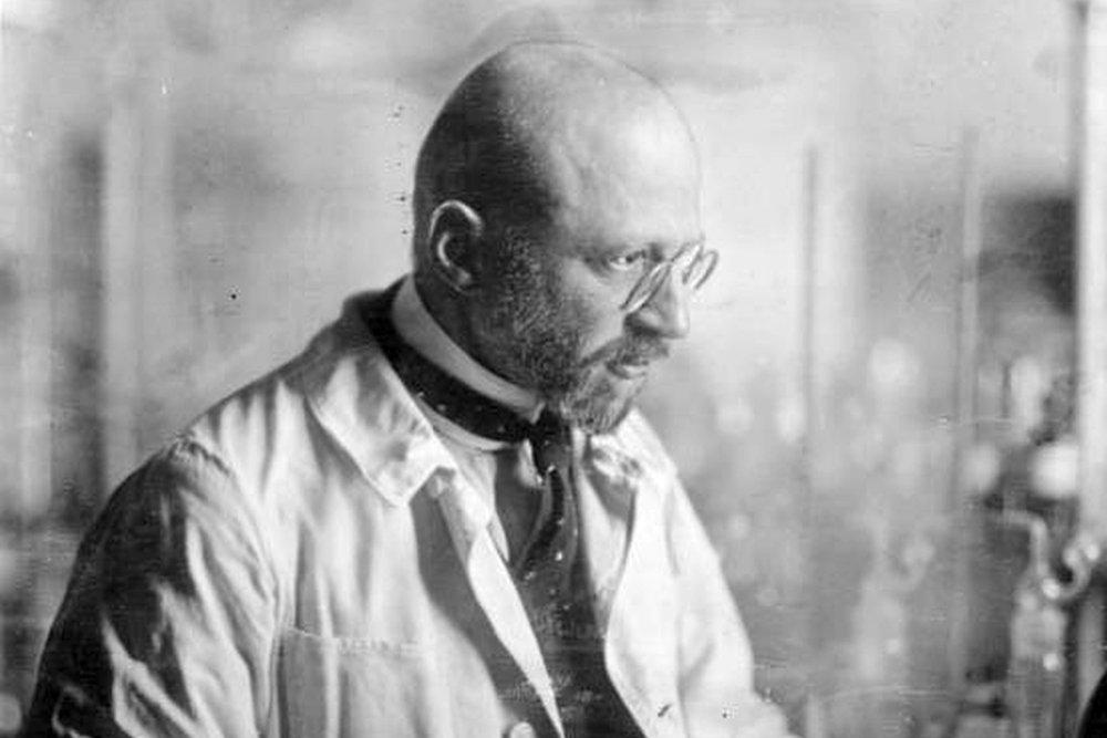 Семью Нобелевского лауреата …