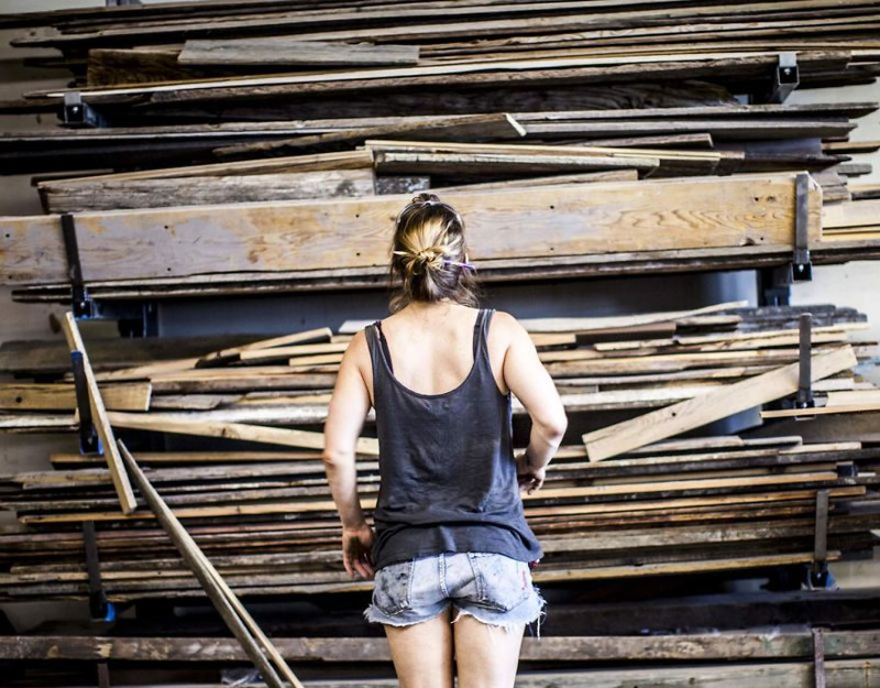 Девушка успела насобирать много досок со всего Нью-Йорка доски, своими руками, столешница