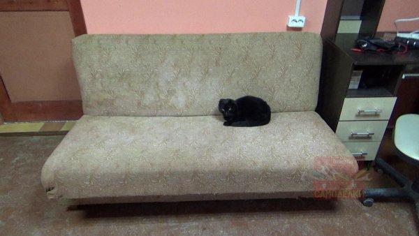 Старый диван под реставрацию