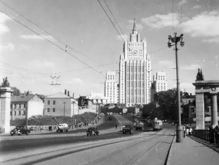 Низенькая застройка Смоленской улицы.