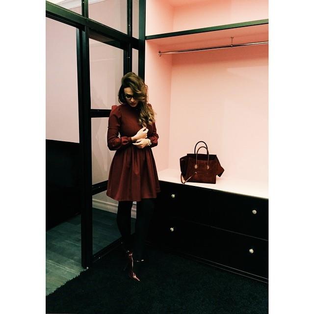 В квартире Алены Водонаевой: гардеробная и яркие детали