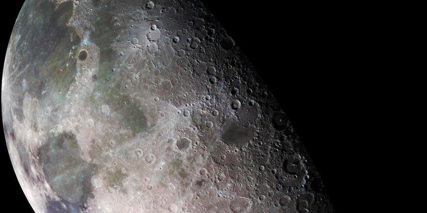 Лунная вода может быть обильной и неподвижной