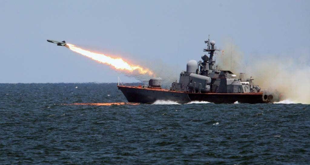 Два российских катера накрыли половину Украины