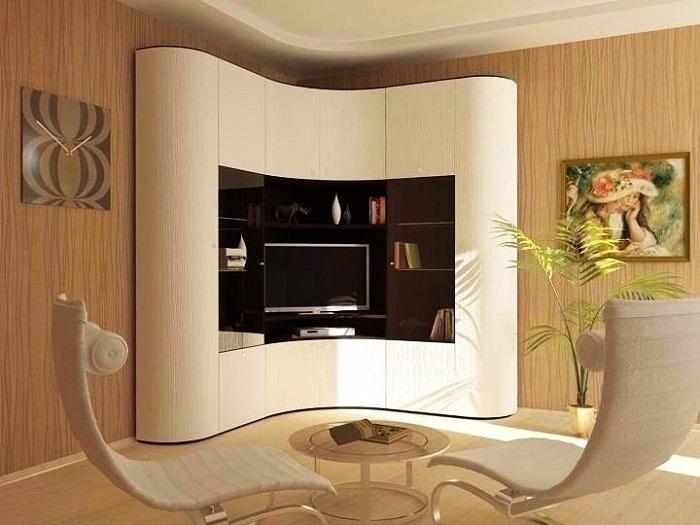 Обтекаемые формы угловой стенки придают особый шарм и настроение.