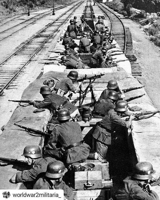 Команда немецкой железнодорожной платформы, обороняющей состав от партизан Великая Отечественная Война, архивные фотографии, вторая мировая война