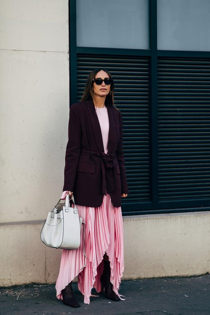Девушка в розовой асимметричной юбке