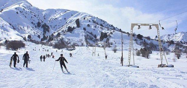 После падения на лыжах турис…