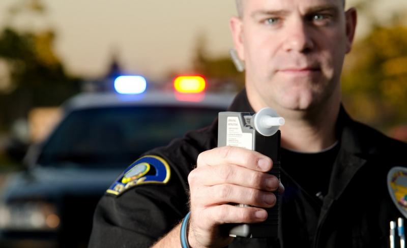 Обязаны ли вы дышать в алкотестер инспектора? (4 фото)