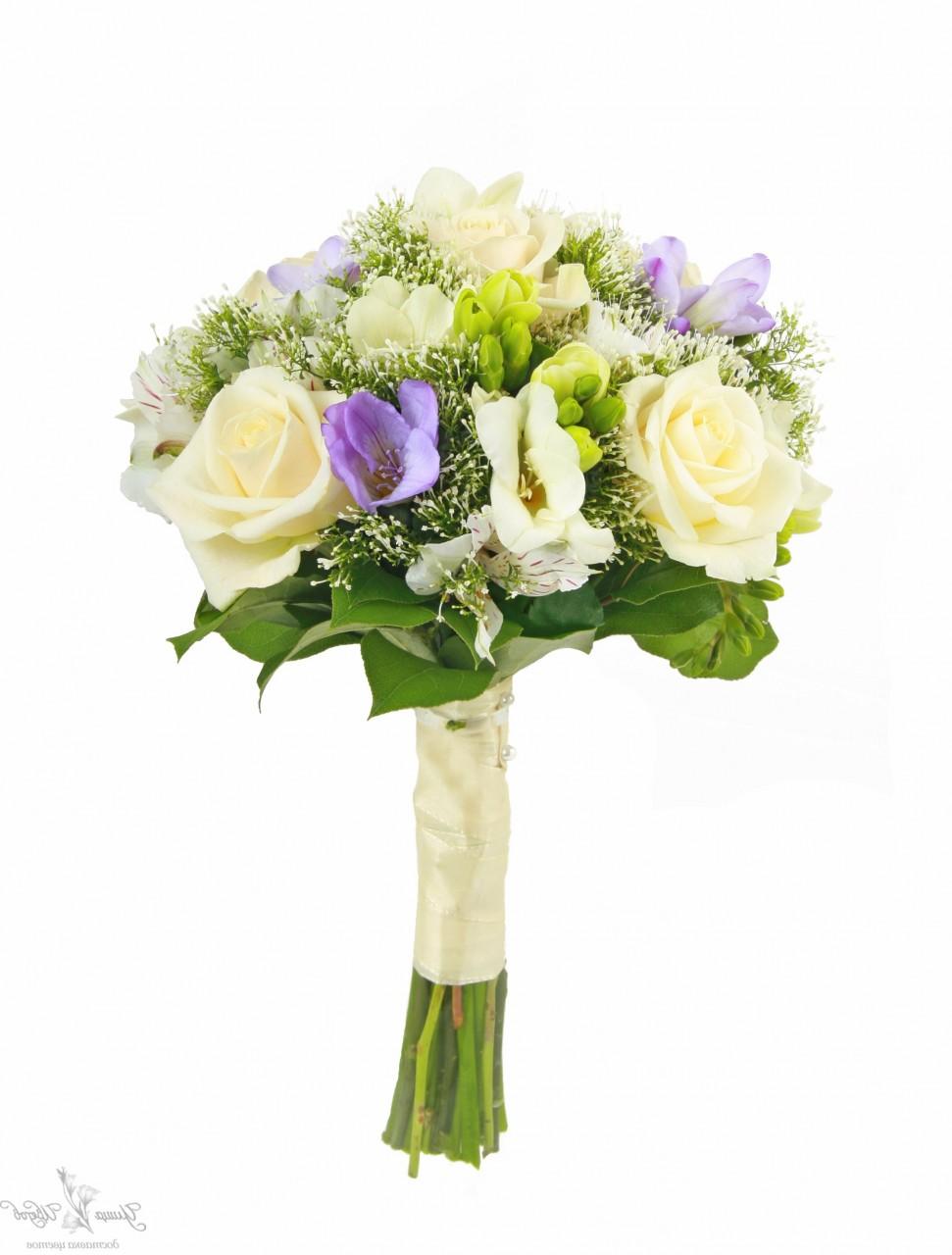 Букет невесты из трех роз и фрезий