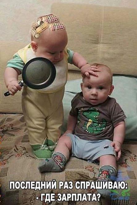 В кафе.- Официант! Принесите мне, пожалуйста, на грязной тарелке недоваренный картофель...