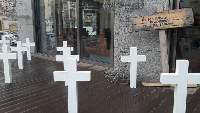 Скандал в Украине: ресторан установил могильные кресты «курам, не вернувшимся со спецзадания»