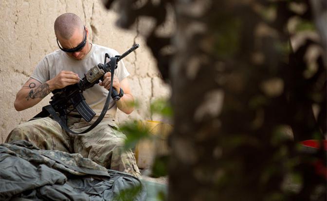 Американский спецназ жжет стволы