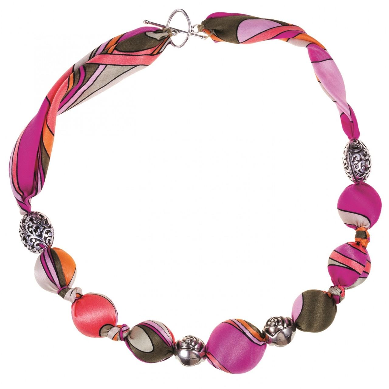 Ожерелье из шелковых бусин