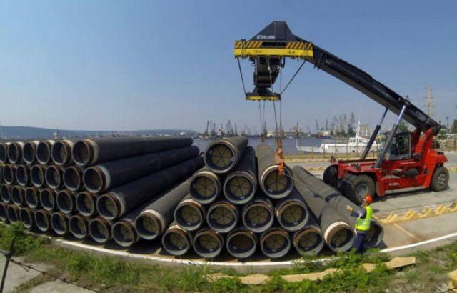 """СМИ Германии: Путин заверил Меркель, что """"Северный поток-2"""" будет построен"""