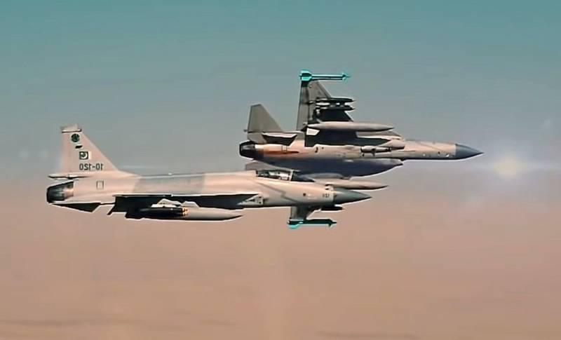 Армия Пакистана заявила о готовности поддержать «Талибан» ударами с воздуха Новости