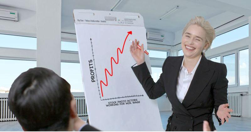 Звезда «Игры престолов» изобразила бизнес-леди со стоковых фотографий, и это очень смешно