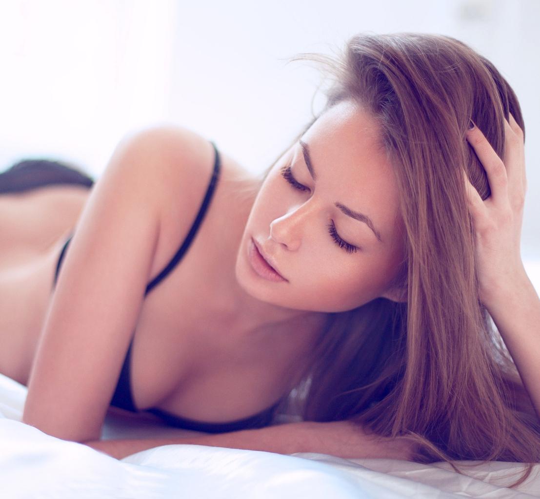 Сексологи рассказали во сколько лет теряет девственность 40% девушек России