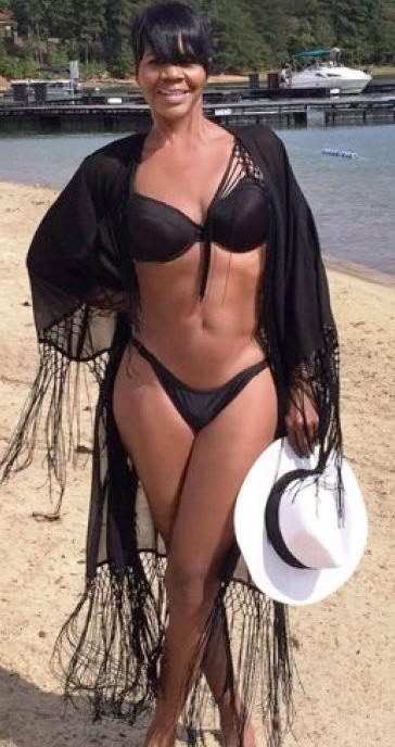 Сколько вы бы дали этой женщине лет? Как, по-вашему, ей уже есть 40?