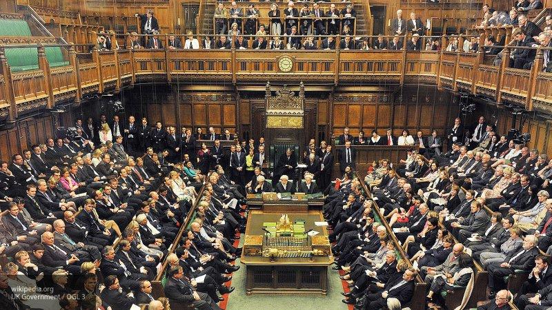 Парламент Великобритании выр…