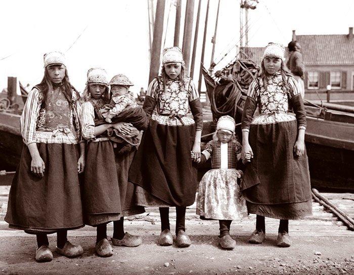 Девочки из Маркена, Голландия ХХ век, винтаж, восстановленные фотографии, европа, кусочки истории, путешествия, старые снимки, фото
