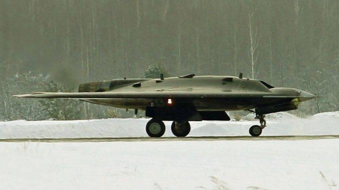 Неозвученные возможности ударного БПЛА С-70 «Охотник-Б» позволят перехватить инициативу у проекта F/A-XX оружие