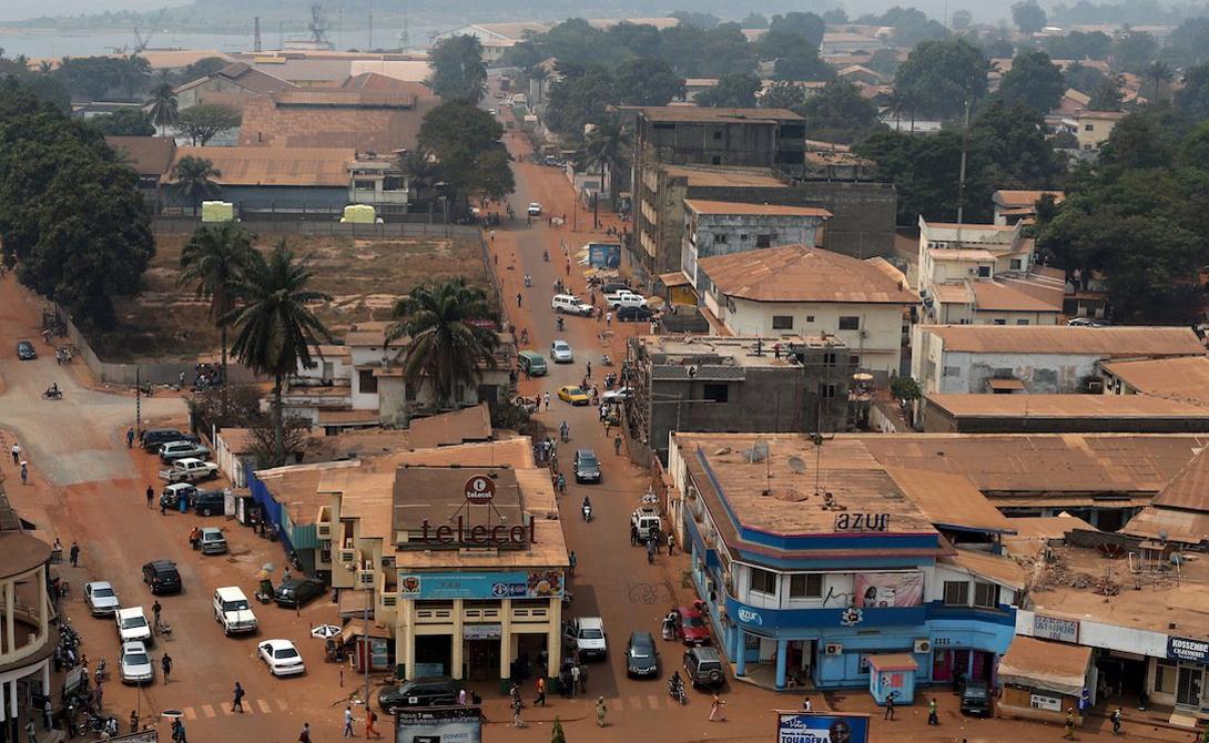 Конго ВВП на душу населения: 350$ Независимость Конго стала последней каплей: нищета, разбой, ранняя смерть — люди давно уже перестали надеятся на лучшую жизнь. Если бы не дотации более развитых стран, местные просто не смогли бы поддерживать свое существование.