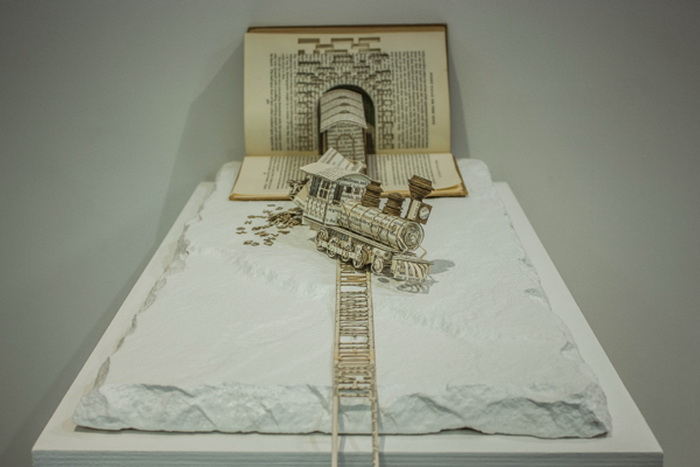 3D-скульптуры из книг от Том…