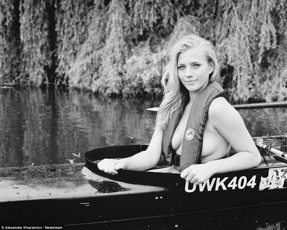 Женщины с веслом и… без одежды. Да-да, еще один обнаженный календарь