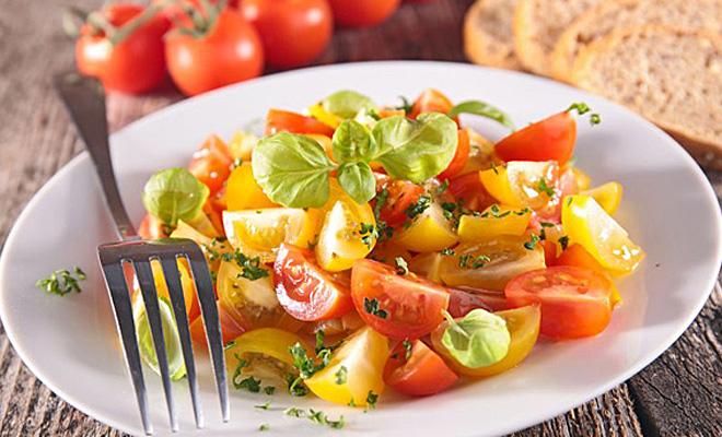 Салат из помидоров: 6 новых идей