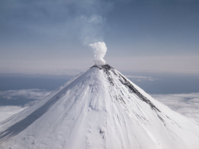 На Камчатке буйствуют вулкан…