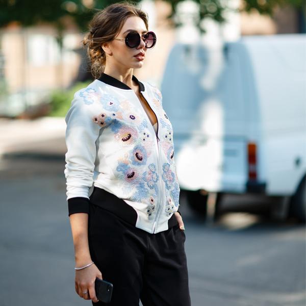 Городская модница выбирает стиль кэжуал