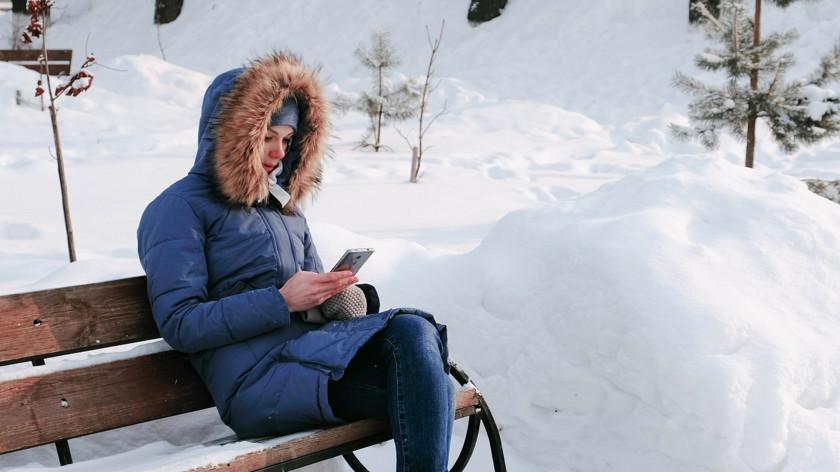 Сломанные батареи, разбитые дисплеи: Как морозы в России повлияют на смартфоны гаджеты