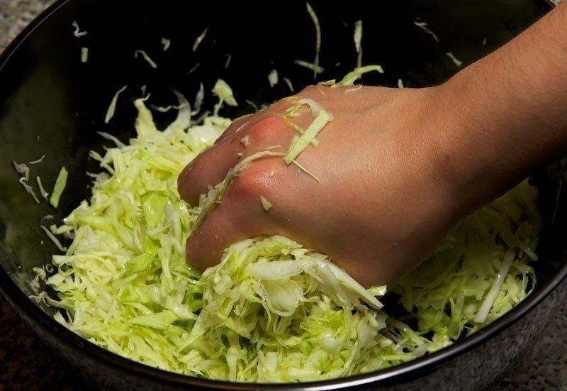 Фото к рецепту: Салат из свежей капусты с курицей