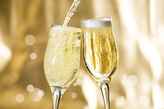 Как выбрать шампанское для новогоднего стола: 8 советов
