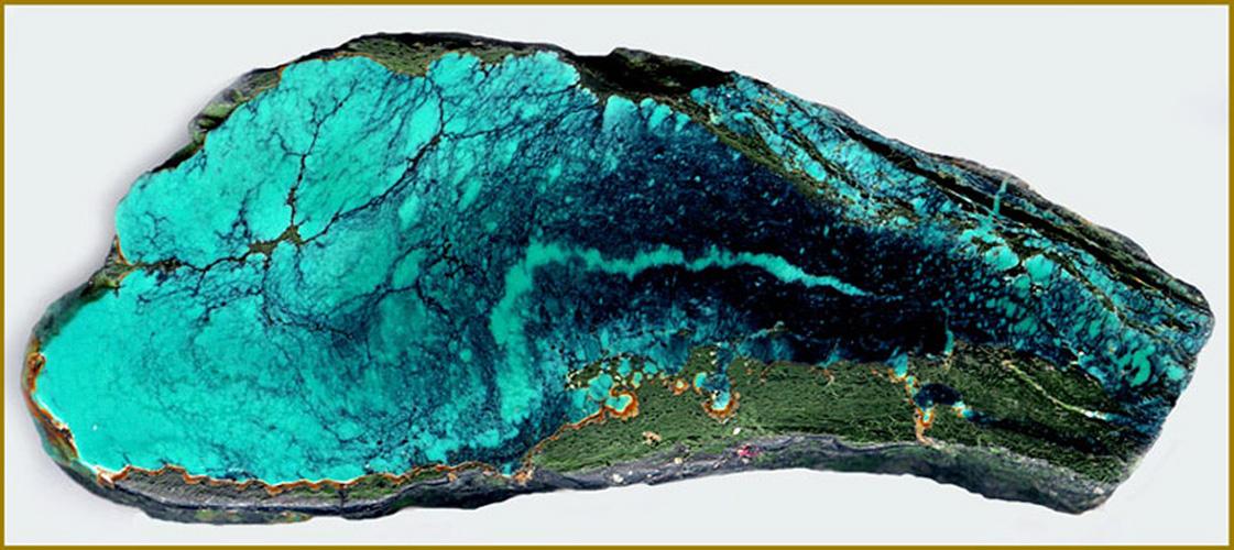 Камень цвета моря