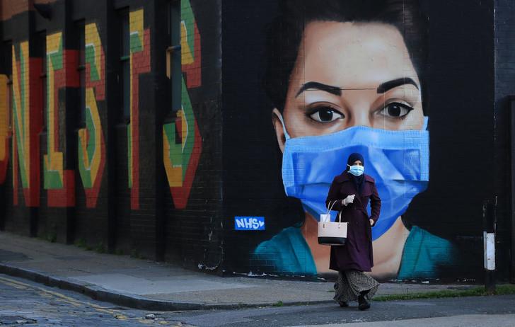 От клюва чумного доктора до экрана: как менялась медицинская маска