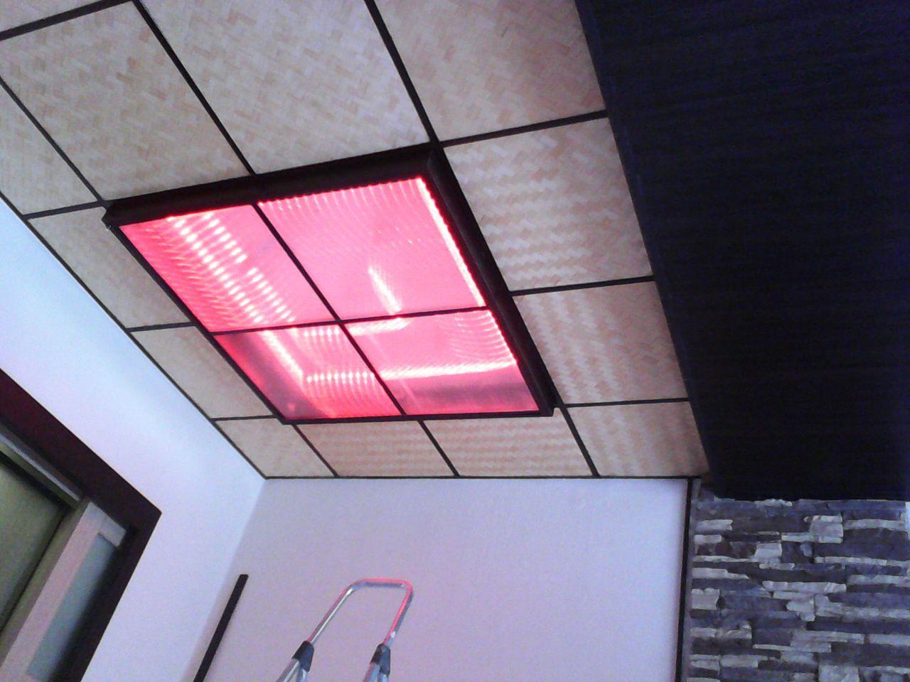 Начиняю всё это дело многоцветной светодиодной лентой с ПДУ, и закрываю потолочным профилем и сотовым поликарбонатом. ремонт, рукожопие, японский стиль