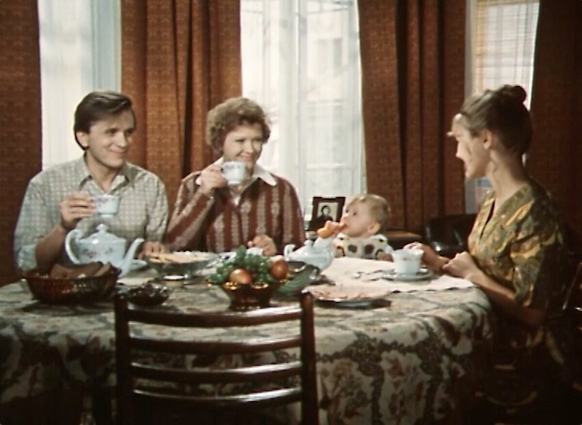 Как выглядела квартира советской матери-карьеристки в фильме «По семейным обстоятельствам»