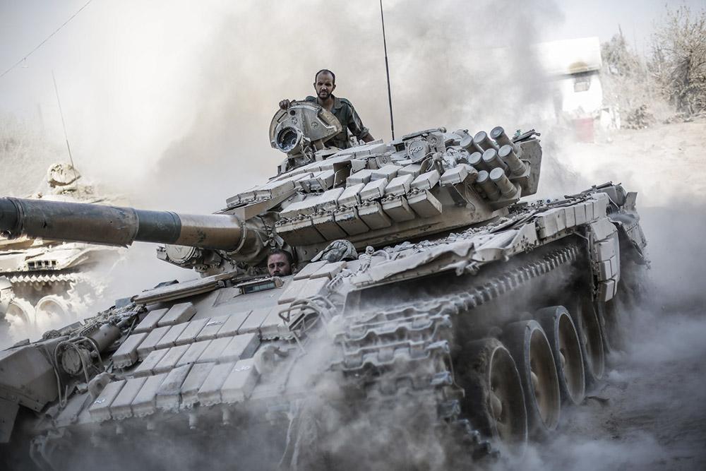 Сирийский танк «разорвал» гр…