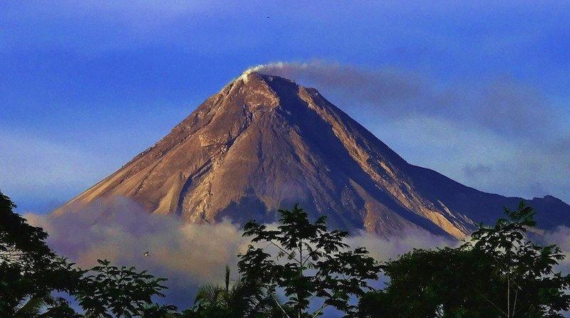 Вулкан Мерапи Индонезия вулкан, вулканы, вулканы фото, природная катастрофа