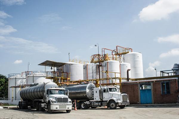 Нефтяники урежут инвестиции из-за дешевеющей нефти