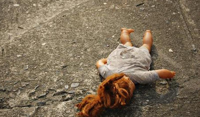 Болезнь юных дев И еще один, довольно-таки странный случай заболевания вот уже сто лет тревожит городок Эль-Кармен, Колумбия. Каждую весну несколько сотен местных девушек синхронно поступают в больницы с одинаковыми синдромами: тошнота, боли в животе, онемение конечностей. Что может вызывать эту странную болезнь с такой периодичностью и такой избирательностью?