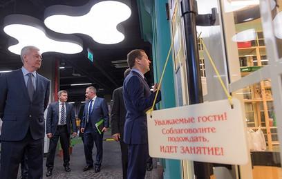 """Собянин и Медведев посетили детский центр """"Мастерславль"""""""