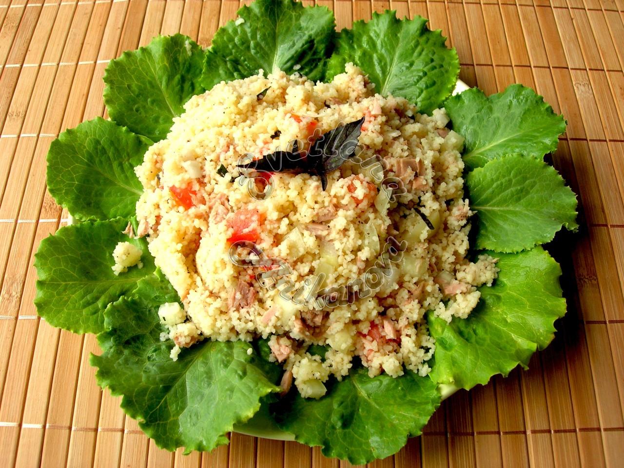 Салат из кус-куса с тунцом и овощами