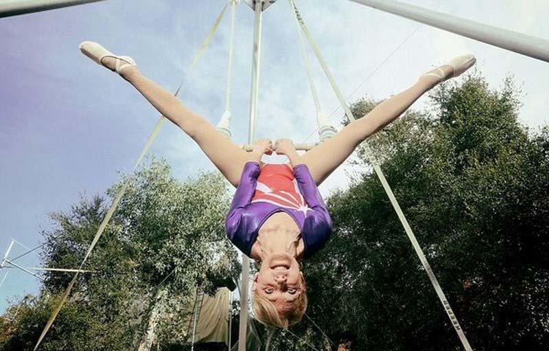 Почти что 85-летняя бывшая американская фигуристка Бетти Гедхарт признана старейшей артисткой, выступающей на летающей трапеции в мире, гиннесс, животные, люди, рекорд, факты